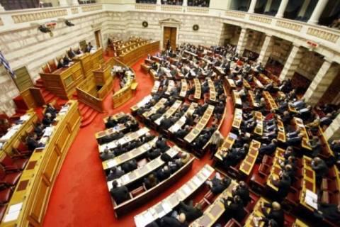 Καμία περικοπή στις αποδοχές τους αποφάσισαν οι βουλευτές (vid)