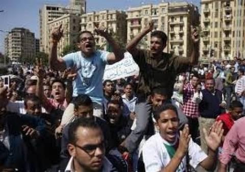 1.000 άνθρωποι διαδήλωσαν στην Πλατεία Ταχρίρ εναντίον του στρατού