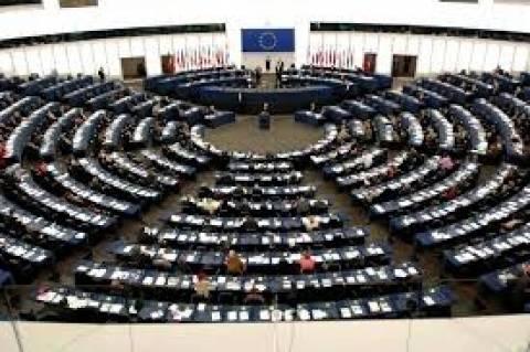 Πυρά κατά της τρόικας για την Ελλάδα εξαπολύει το Ευρωκοινοβούλιο