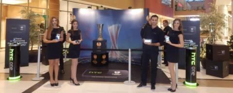 Το ελληνικό κοινό αγκάλιασε το κύπελλο του UEFA Europa League