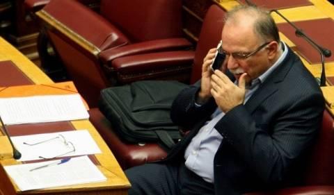 Ο Παπαδημούλης και το κινητό του...