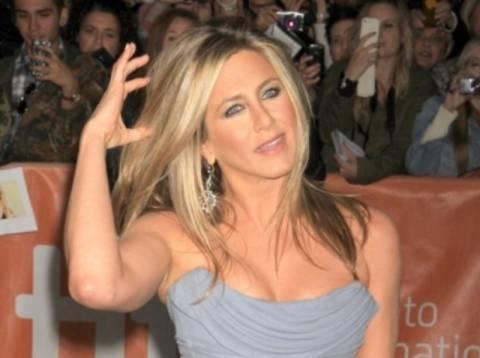 Η Jennifer Aniston αρχίζει τα γυμνά