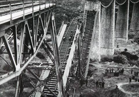 71 χρόνια από την ανατίναξη της γέφυρας του Γοργοπόταμου
