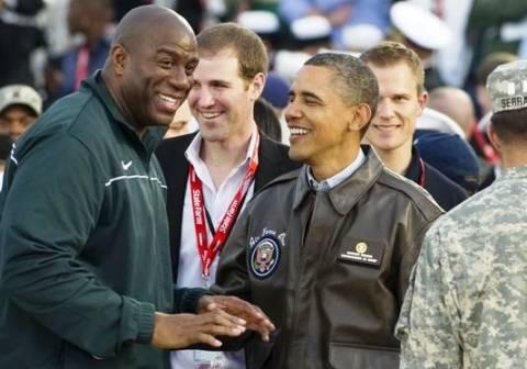 Αυξάνει τα προεκλογικά κεφάλαια ο Ομπάμα με «βοηθό» τον Μάτζικ Τζόνσον