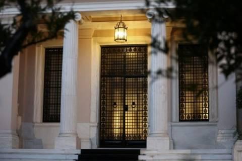 Το Μαξίμου δείχνει τις πόρτες «εξόδου» και «εισόδου» στο Δημόσιο