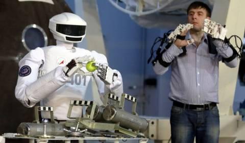 Στη Ρωσία παρουσίασαν ανθρωπόμορφο ρομπότ – κοσμοναύτη
