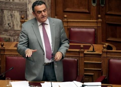 Σε κλίμα έντασης η συζήτηση στη Βουλή για το αντιρατσιστικό νομοσχέδιο