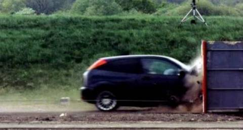 Δείτε το ταχύτερο crash test που έχει γίνει ποτέ