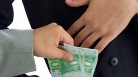 Καθηγητής ζητούσε χρήματα από σπουδαστές για καλύτερο βαθμό!