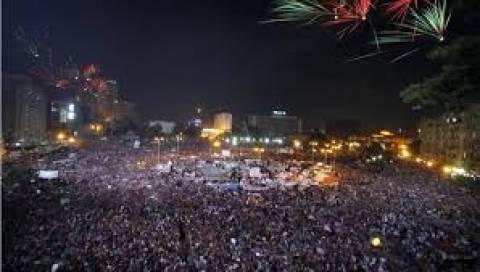 Αίγυπτος: Με χρήση δακρυγόνων προσπαθούν να σπάσουν τις διαδηλώσεις!