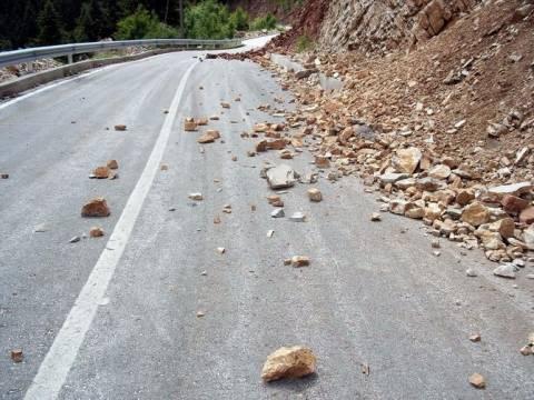 Πάτρα:Έκλεισε λόγω κατολισθήσεων η παλαιά εθνική Πατρών – Κορίνθου