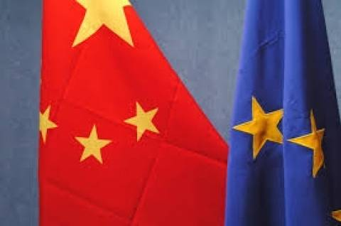 Κλιμακώνεται η κόντρα της ΕΕ με την Κίνα για τους ηλιακούς συλλέκτες