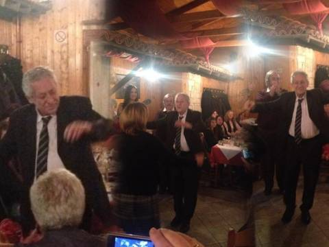 Ο κόσμος «πνίγεται» και ο Κουβέλης χορεύει ζεϊμπεκιές (φωτό)