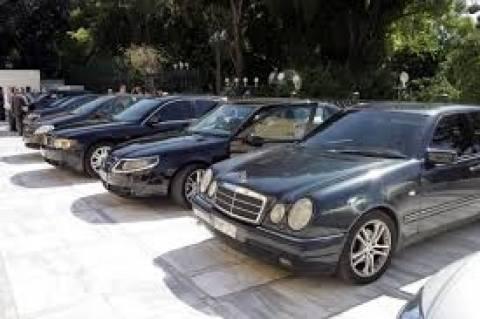 3 Βουλευτές ζήτησαν αυτοκίνητα, ενώ οι πολίτες παραδίδουν πινακίδες!