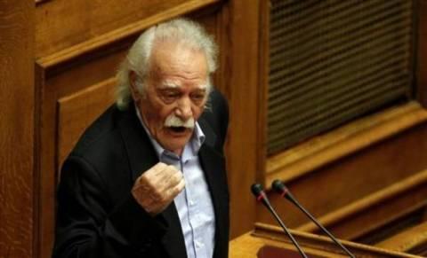 Γλέζος: Να αντικατασταθεί η βουλευτική αμοιβή με τον κατώτατο μισθό!