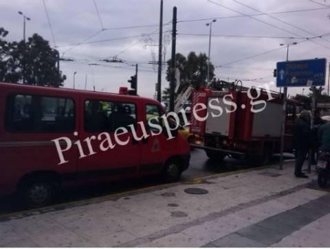 Πειραιάς:Προβλήματα από την κακοκαιρία-Έβρεξε...τέντες και πανό (Pics)