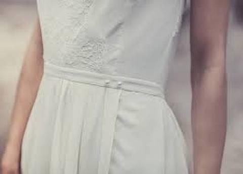 Βίντεο! Βρήκε το νυφικό που φόρεσε πριν 40 χρόνια στην Αμμόχωστο