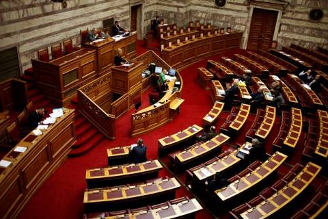 Εικόνα ντροπής: Άδεια έδρανα στη συζήτηση του προϋπολογισμού