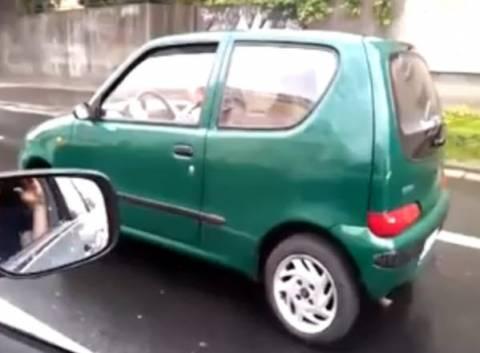 Πόσο fail... Οδηγεί το όχημα με σηκωμένο χειρόφρενο... (βίντεο)