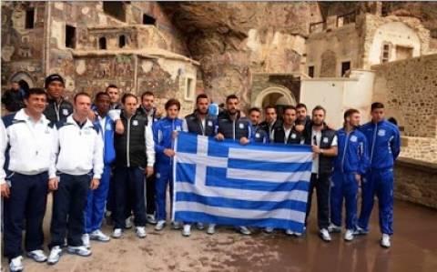 «Ελληνοκυπριακή ομάδα ξεδίπλωσε την ελληνική σημαία στην Τραπεζούντα»