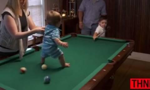Το ταλέντο του μπιλιάρδου είναι μόλις πέντε χρονών (βίντεο)