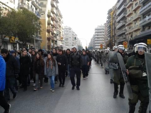 Η παράλληλη «πορεία» των ΜΑΤ στη Θεσσαλονίκη για τον Α. Γρηγορόπουλo