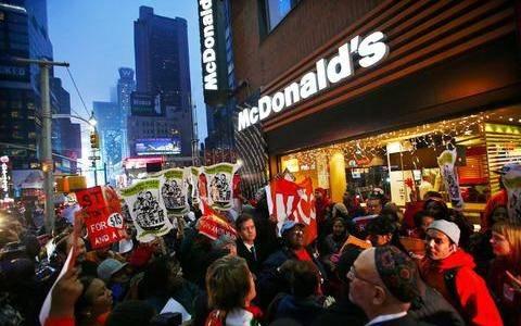 Απεργία στα φαστ-φουντ: Ξέμειναν από... χάμπουργκερ οι Αμερικανοί