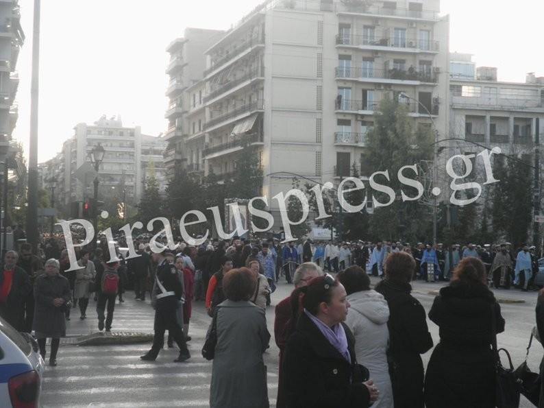 Αγ. Νικόλαος Πειραιά:Με τιμές η λιτάνευση της Ιερής εικόνας (pics+vid)