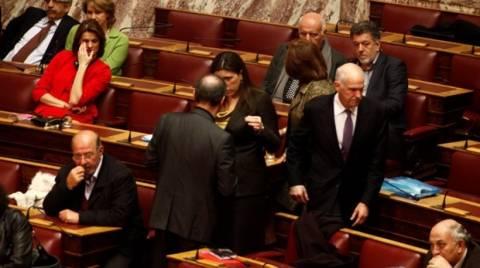 Στη Βουλή ο Γιώργος Παπανδρέου - Βρήκε χρόνο για την... Ελλάδα!