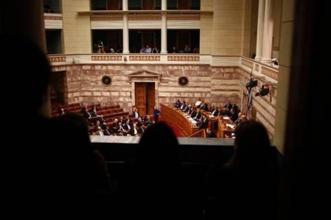 Με 153 ψήφους υπέρ η Ελλάδα οδηγείται στην οικονομική εξαθλίωση