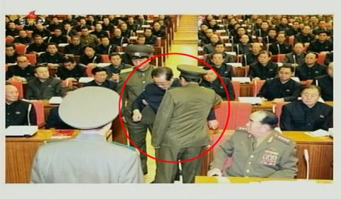 Η τηλεόραση της Β. Κορέας έδειξε τη σύλληψη του θείου του Γιονγκ Ουν