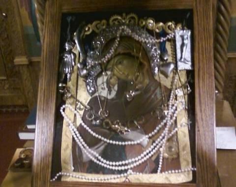 Η μυροβλύζουσα εικόνα της Αγίας Άννας στην Αμερική