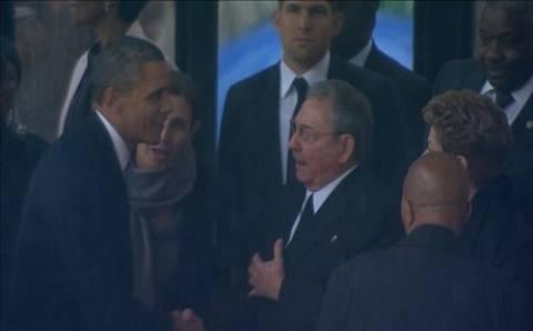 Ιστορική χειραψία μεταξύ Ομπάμα και Ραούλ Κάστρο