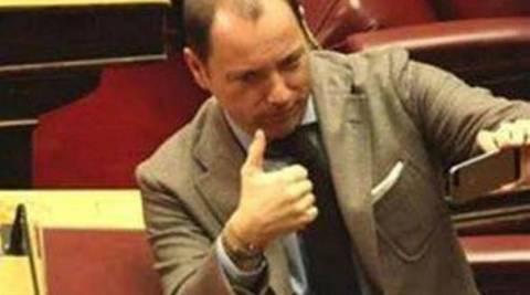 Ο Ανδρέας Ψυχάρης …αυτοφωτογραφίζεται στη Βουλή!