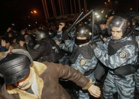 Η ΕΕ καλεί τις ουκρανικές αρχές να μην ασκήσουν βία στους διαδηλωτές