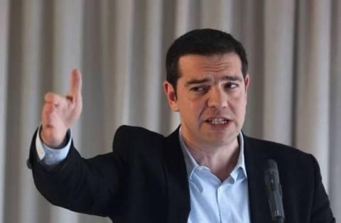 Την «Μαύρη Βίβλο» του Μνημονίου παρέδωσε στο ευρωκοινοβούλιο ο Τσίπρας