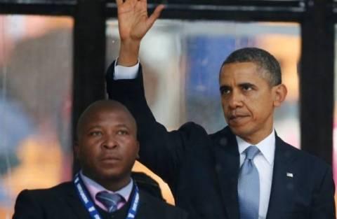 Τι είπε ο «απατεώνας» διερμηνέας της τελετής για τον Μαντέλα