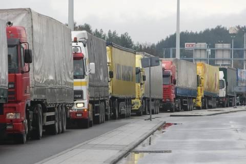 Ουρές φορτηγών στο τελωνείο Ευζώνων