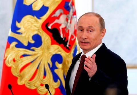 Πούτιν: «Υπερασπιζόμαστε την παραδοσιακή έννοια της οικογένειας»