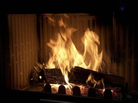 Κρήτη: Άναψαν το τζάκι να ζεσταθούν και παραλίγο να... καούν ζωντανοί