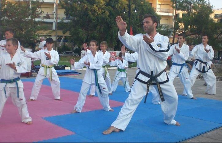 Στάθης Καββαδίας: Ο Λευκαδίτης μαχητής που δοξάζει την ελληνική σημαία