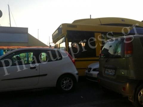 ΤΩΡΑ: Κλειστός ο δρόμος στο Πασαλιμάνι από τα διπλοπαρκαρισμένα