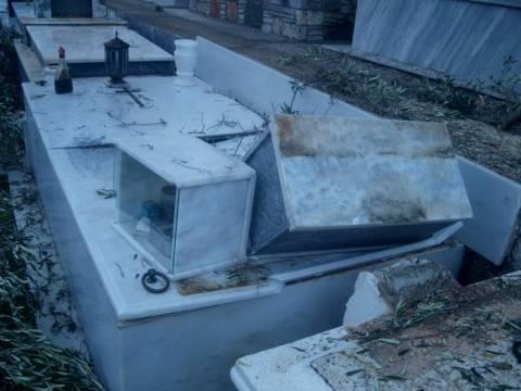 Εικόνες καταστροφής σε νεκροταφείο στα Σφακιά