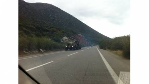 Συναγερμός στην Κρήτη: Βλάβη σε στρατιωτικό όχημα - Χύθηκαν λάδια