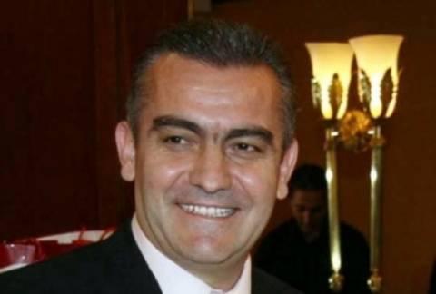 Σιούφας σε Πάσχο: «Σου παραδίδω την εκλογική μου πελατεία»