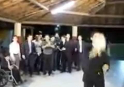 Ξεκαρδιστικό: Η ανθοδέσμη του γαμπρού! (βίντεο)