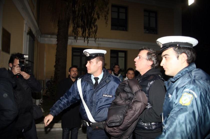 Με χειροπέδες στον εισαγγελέα ο Μιχάλης Λιάπης (pics+vid)