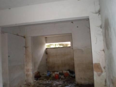 Ανήλικα έμεναν σε υπόγειο... σκουπιδότοπο στην Τούμπα