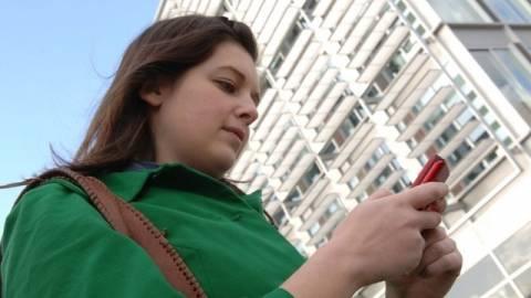 Αυστραλία: Χάζευε στο κινητό της και έπεσε από προβλήτα 5 μέτρων!