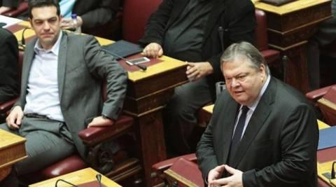 Μονομαχία Βενιζέλου - Τσίπρα στη Βουλή για τα υποβρύχια